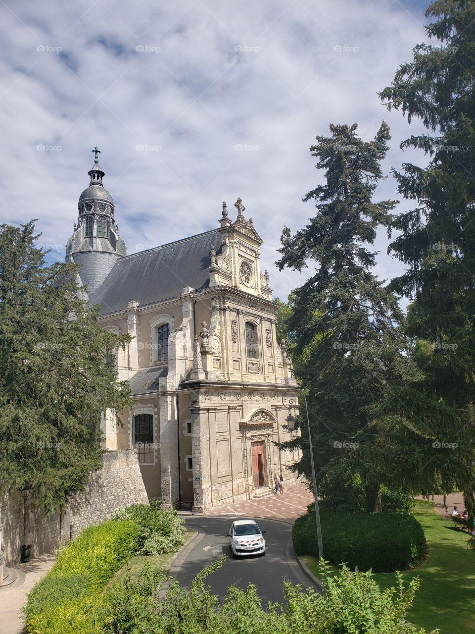 Blois nos regala bellas construcciones, hermosos cielos y deliciosa gastronomía