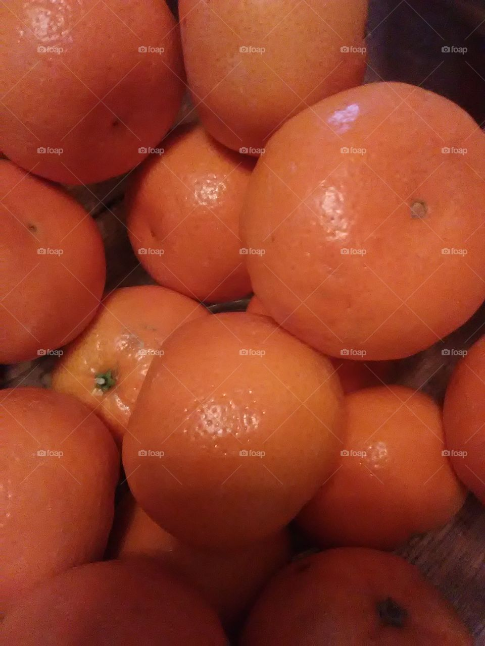 a beautiful fresh bowl of mandarins .. makes me  think of happy thoughts.