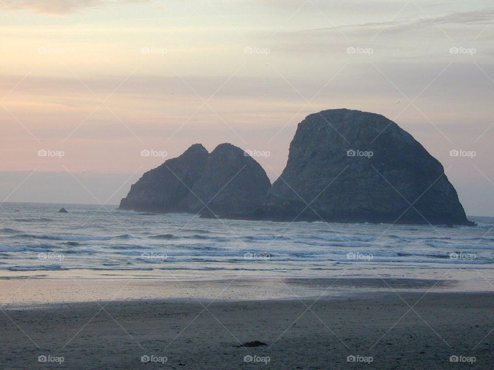 Deserted Beach | gray skys, tuxboys, gray sky, salt water