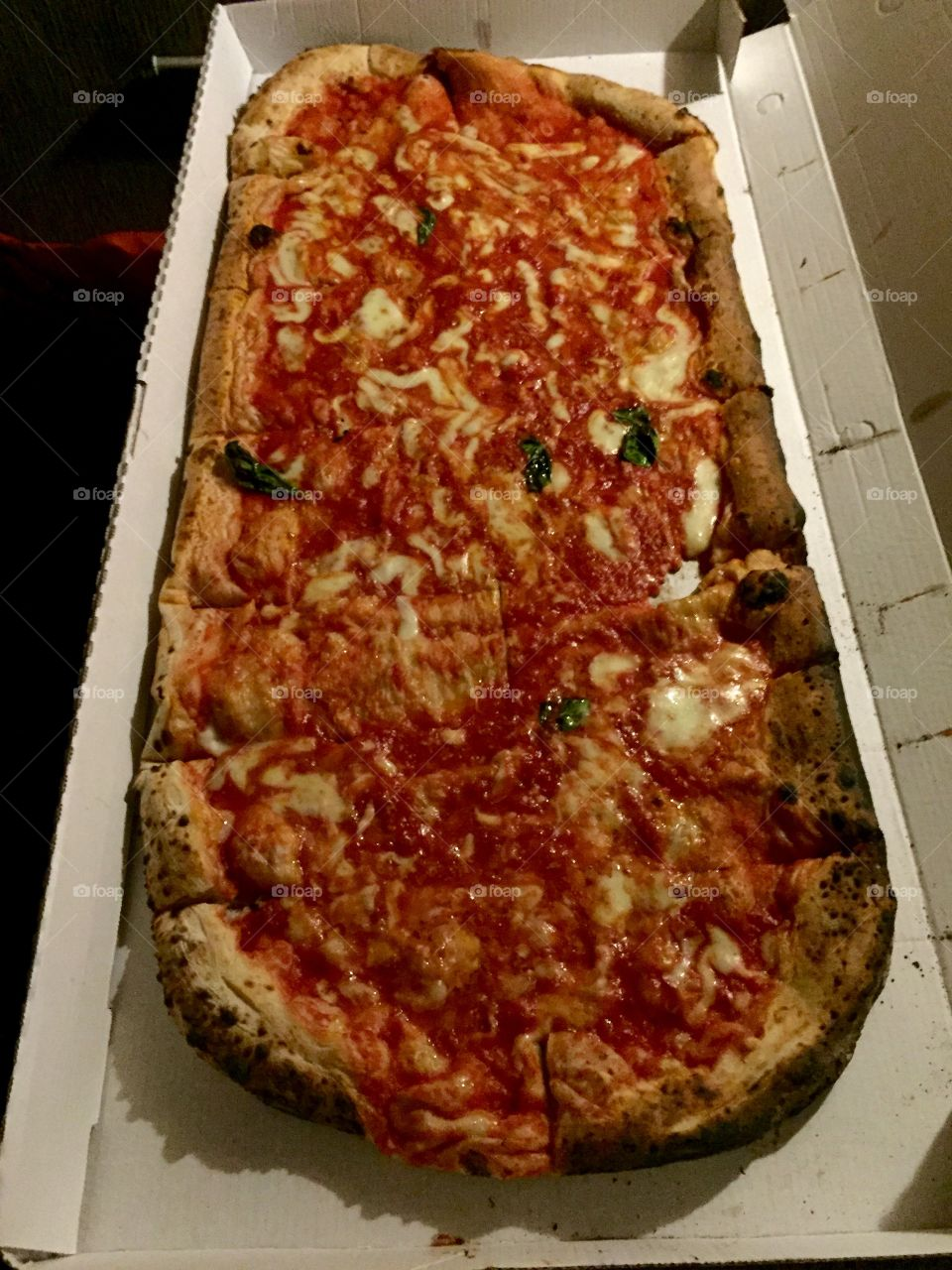 Its called 1 meter pizza, and yeah, of course its from Italy