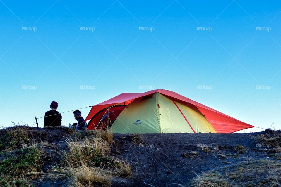 Tracking tent