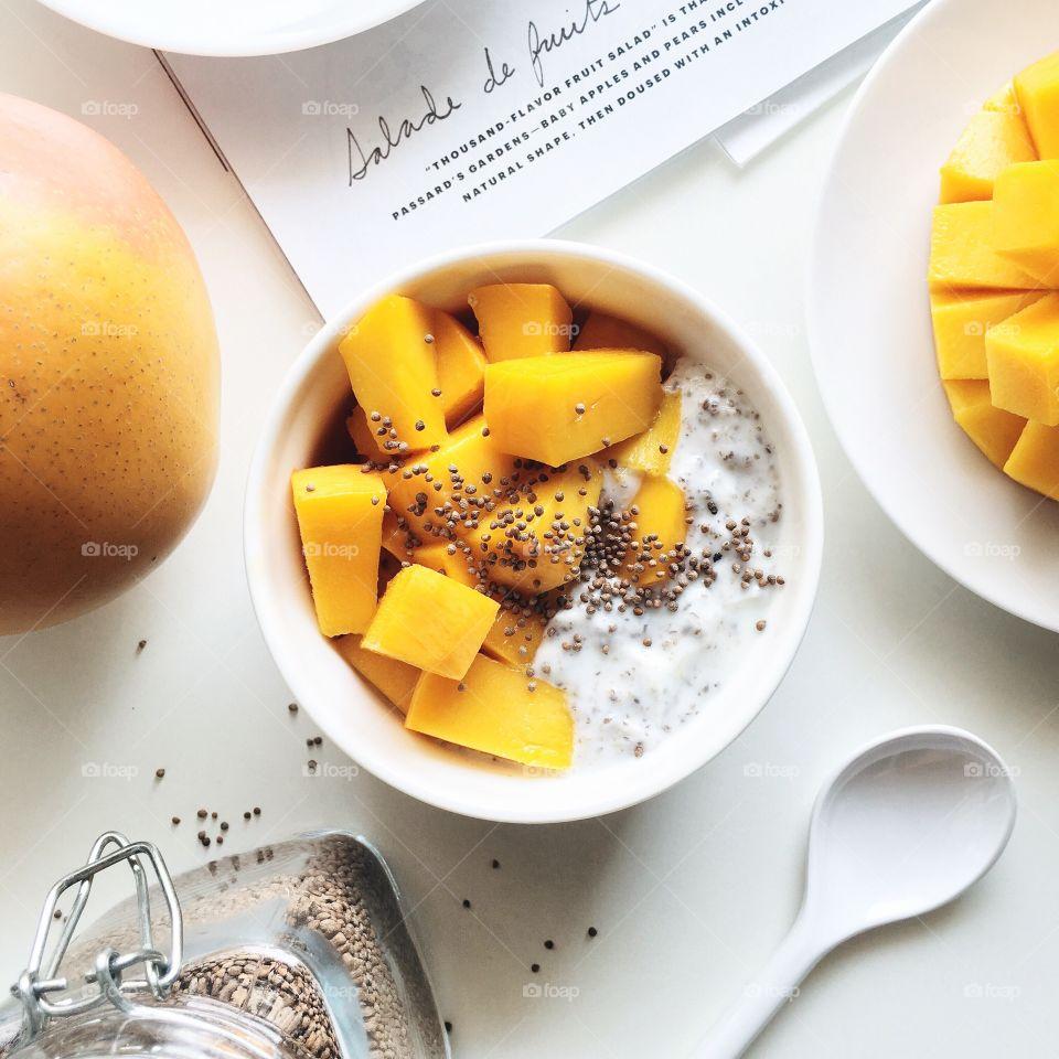 Awesome Food Flats Lays : Healthy breakfast with R2E2 mango, yogurt, chia seed and perilla seed.