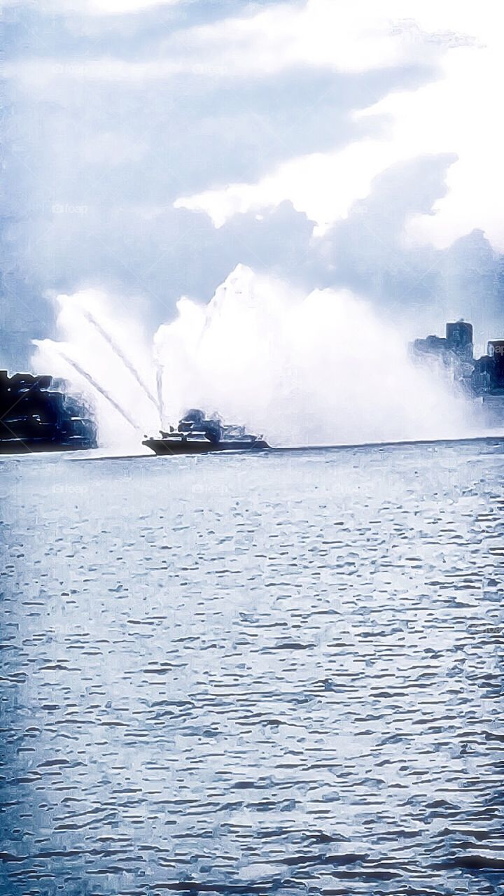 Boats/Water-New York City Fire Boat, Hudson River, Manhattan, New York City. Instagram,@PennyPeronto