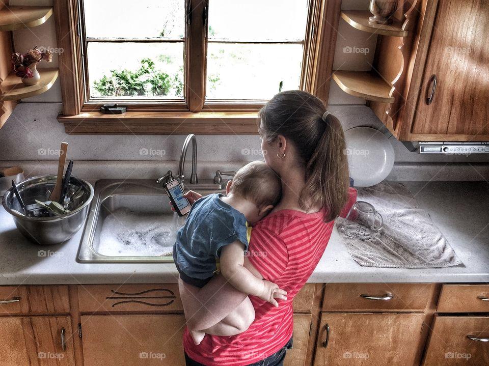 Multitasking Mamma