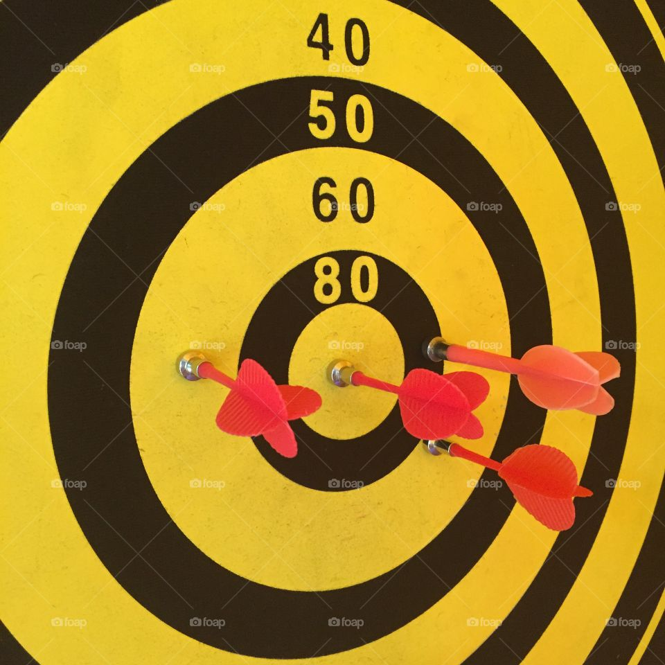 Arrows with dart board. Goal of business sucees