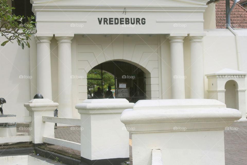 Museum Benteng Vredeburg adalah sebuah benteng yang terletak di depan Gedung Agung dan Kraton Kesultanan Yogyakarta. Sekarang, benteng ini menjadi sebuah museum. Di sejumlah bangunan di dalam benteng ini terdapat diorama mengenai sejarah Indonesia.