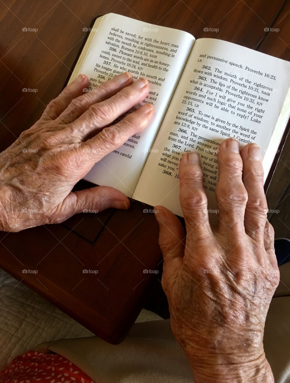 Aging hands reading