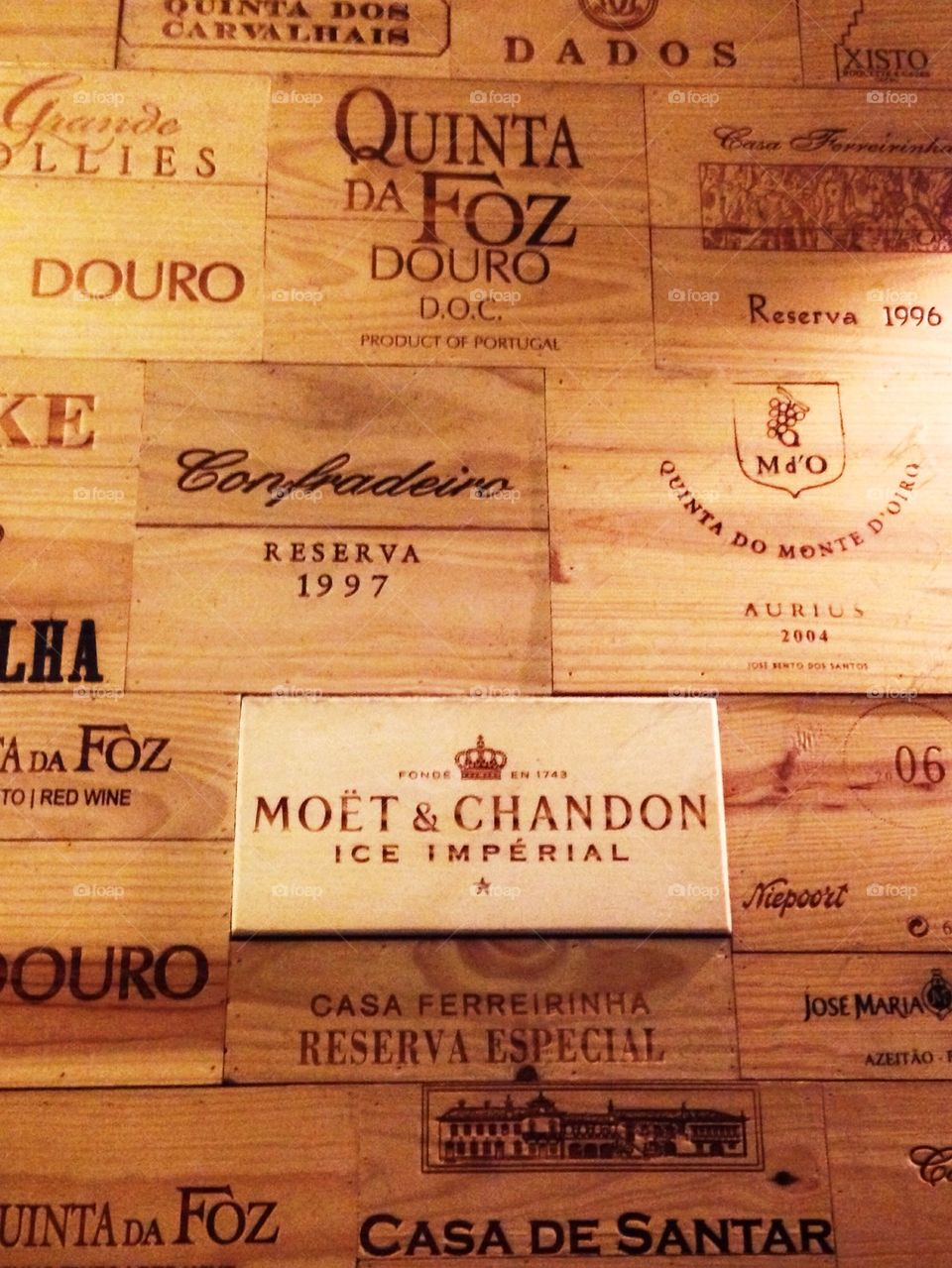 Wall covered of Wood wine boxes
