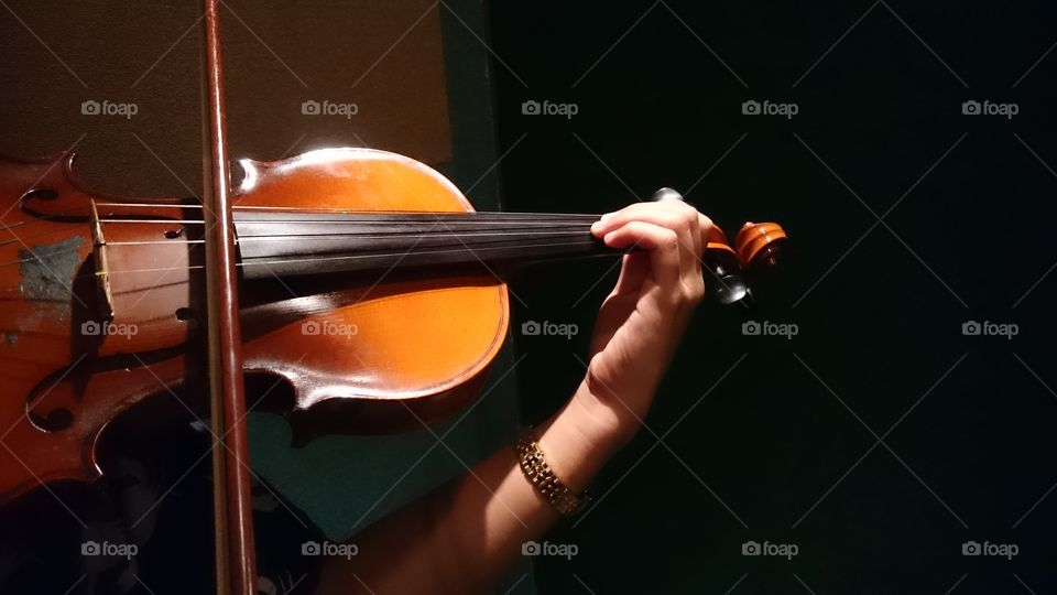 I love violinists 💞. A violin is the most sought after musical instruments to play.
