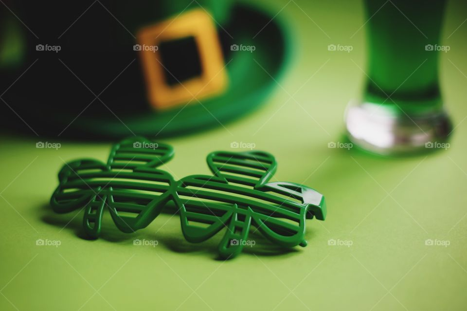 St. Patrick's day, green, leprechaun, beer, green beer, paraphernalia, Ireland, Irish, March 17, clover, lucky, luck, good luck, coins, wealth, hat, leprechaun, pot, confetti, holiday, Wallpaper, background, spectacles, carnival, karnavalnye glasses, green hat, celebration, parade, cocktail, drink, drinking, alcohol, Mixology, drink, top, minimal, festival, party, March, event, accessories, festival glasses, spring, deep green, green, grass, thematic, national, tradition, traditions, traditional, St. Patrick, Patricks, Saint Patrick, patricks, still life, symbol,