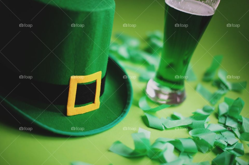 St. Patrick's day, green, leprechaun, beer, green beer, paraphernalia, Ireland, Irish, March 17, clover, lucky, luck, good luck, coins, wealth, hat, leprechaun, pot, confetti, holiday, Wallpaper, background, spectacles, carnival, karnavalnye glasses, green hat, celebration, parade, cocktail, drink, drinking, alcohol, Mixology, drink, top, minimal, festival, party, March, event, accessories, festival glasses, spring, deep green, green, grass, thematic, national, tradition, traditions, traditional, St. Patrick, Patricks, Saint Patrick, patricks, still life,