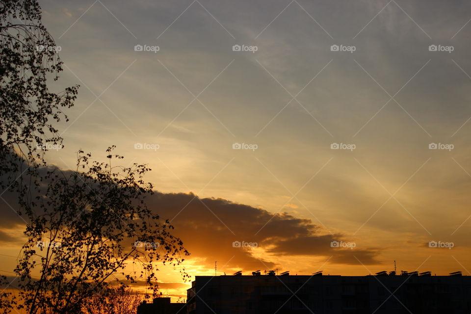 Dark vs light sunset in the sity