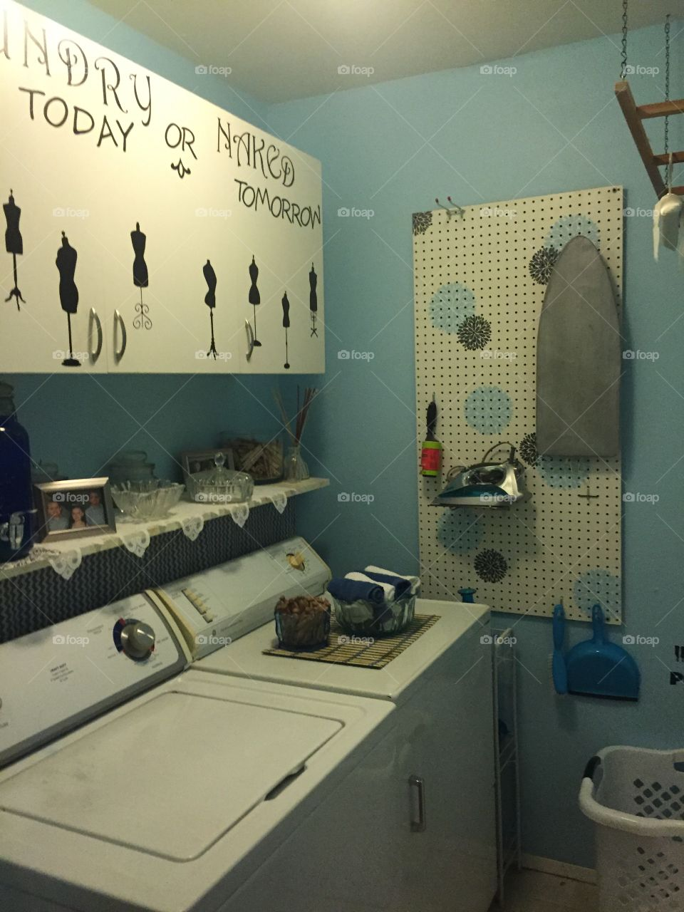 Blue laundry room, do it yourself